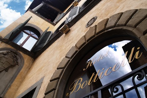 Our hotel is situated in a delightful 16th century building, a small Renaissance gem located in the historic center of Florence