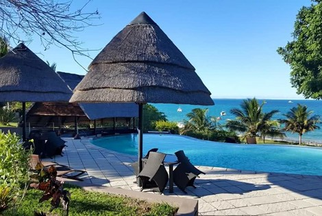 This delightful beach resort is situated at Vilanculos some 720 km's north of Maputo catering for those guests who are seeking all the advantages of a Romantic Island type experience at affordable rates