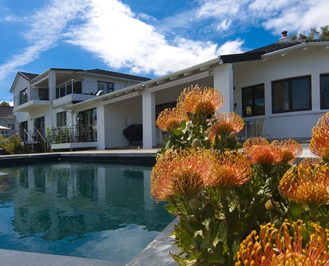 A luxury guest house ideally situated in Paradise with magnificent views over the Knysna lagoon